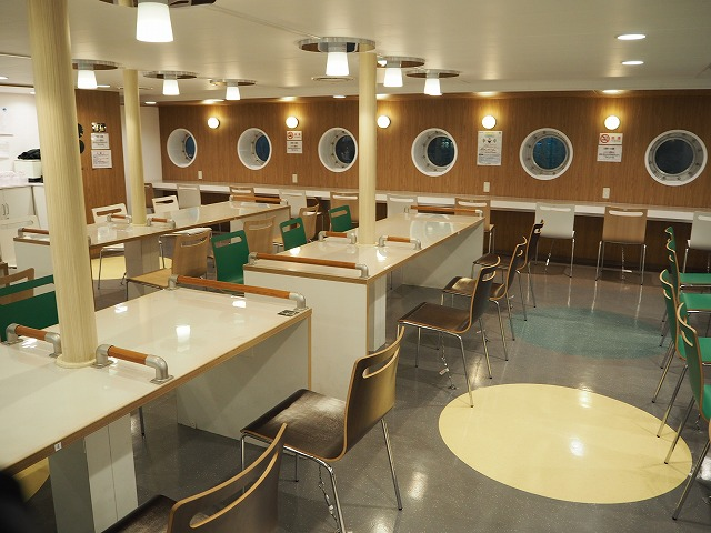 八丈島の船旅の食堂